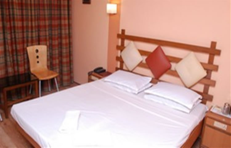 Hotel Maneck deluxe four bedded room