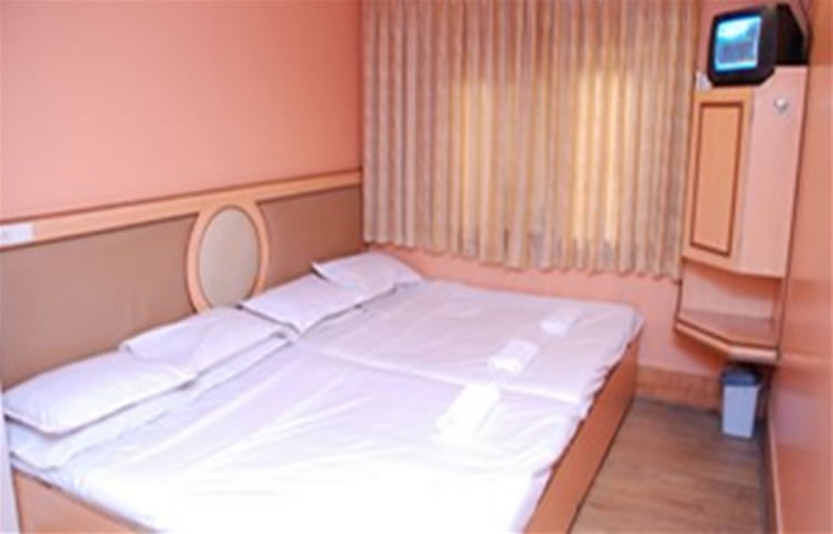 Hotel Maneck standard four bedded room
