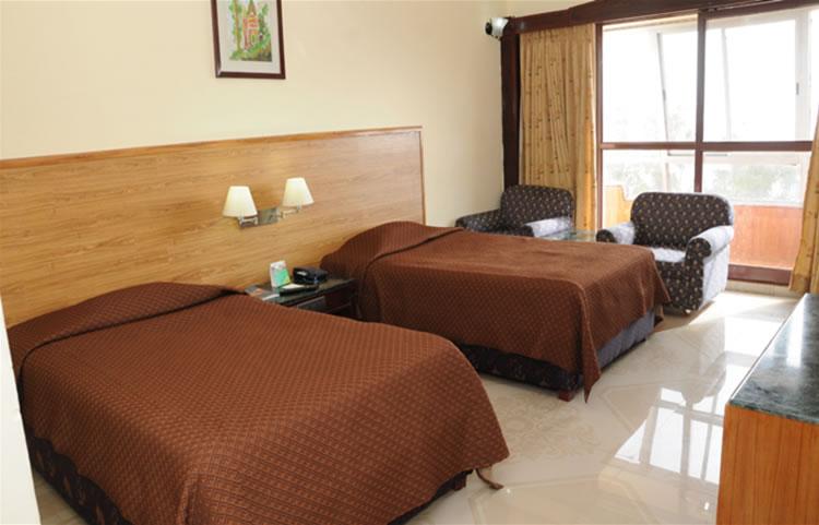 Monarch Hotel Queens Deluxe Room